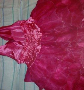 Розовое  платье ажурный верх,на девочку 8-10 лет.