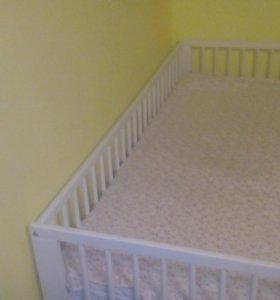 Кроватка детская.С матрасом.
