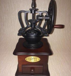 Ручная кофемолка с колесом Gipfel