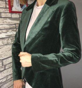 Изумрудный бархатный пиджак