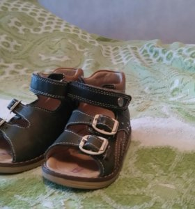Ортопидические сандали.