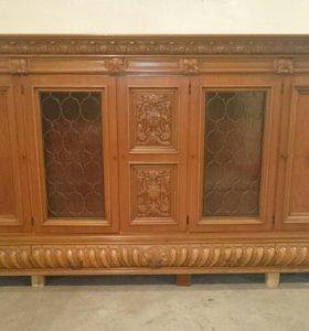 Масивная старинная мебель