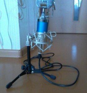 Микрофон со штативом