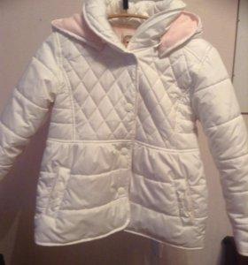 Продам куртки для девочки