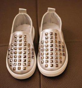 Стильные кеды туфли новые