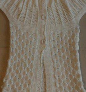 Вязанная накидка-жилетка