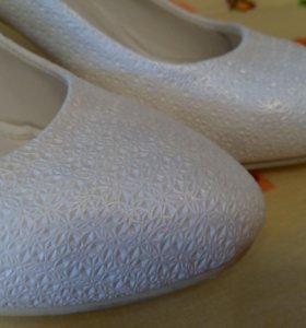 Туфли белые. Р-р 40.