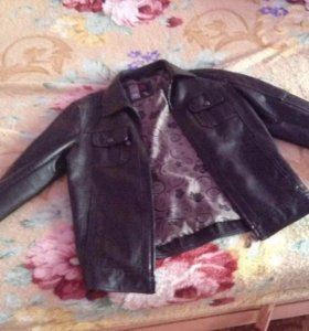 Куртка с пресс кожи.