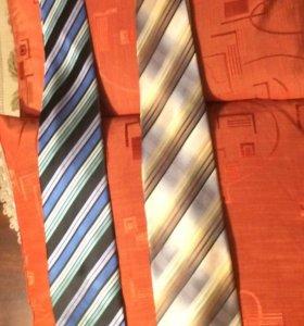 Новые галстуки, Италия