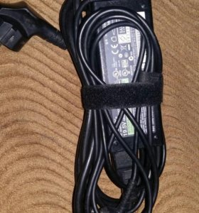 Зарядник на ноутбук,19 и 5 В