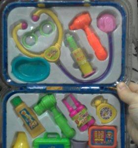 Набор маленького доктора в чемодане