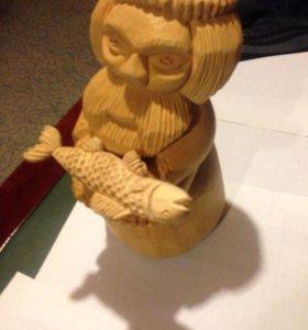 Деревянная статуэтка