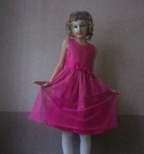 Платье нарядное 8-9 лет