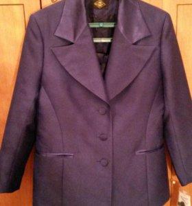 Костюм женский (пиджак и юбка)  НОВЫЙ
