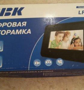 Цифровая фотокамера BBK LF700A