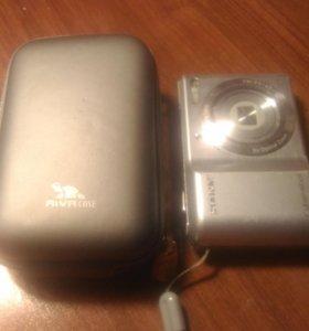 Фотоаппарат Sony вместе с чехлом