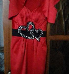 Платье наряднон