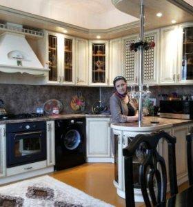 Шикарная кухня с баром и с техникой