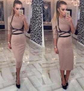 Платье в комплекте с портупеей новое