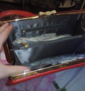 Женская сумка.Красного цвета.