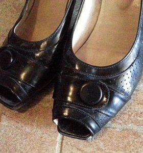 Кожаные туфли 38-39 размера