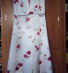 Платье новое праздничное.