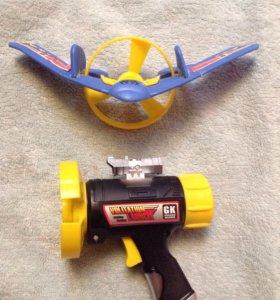 Игрушка экраноплан с часовым заводом