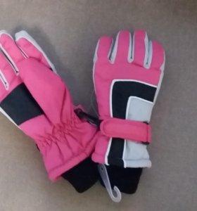 Новые зимние перчатки на 3-6 лет