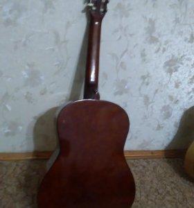 Акустическая гитара.с чехлом для гитары