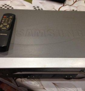 Видеомагнитофон  Samsung