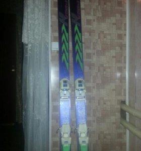 Пластиковые лыжы в отличном состоянии