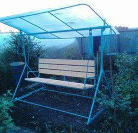 Садовая качель для дачи