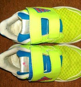 Яркие кроссовки 24 р-р