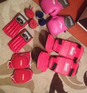 Боксёрские перчатки, бинты, футы и т д