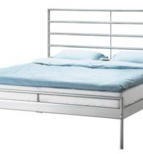 Кровать Икеа ( металический каркас, с ламелями)