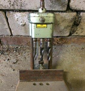 Станок для фрезерования отверстий под ручки оконны