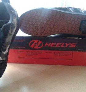 Кроссовки на роликах HEELYS.