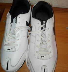 Новые кроссовки 40-41 размеров
