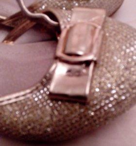 Золотые туфли 27 размер