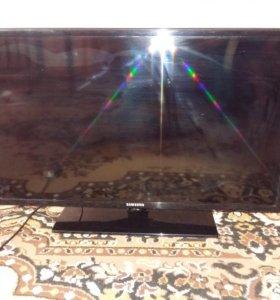 Телек рабочий разбитый экран UE32EN4000W