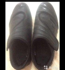 Кроссовки Адидас на липучках 40 размер