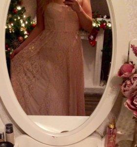 Вечернее кружевное платье в пол