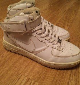 Кроссовки Nike.39 размер