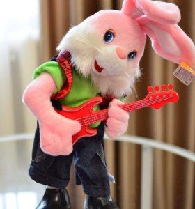 Зайчик танцует поёт играет на гитаре