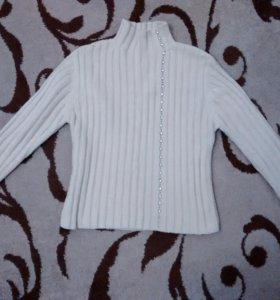 Бежевый свитер размер S-M