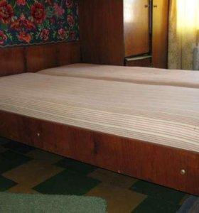 2 полуторные деревянные кровати