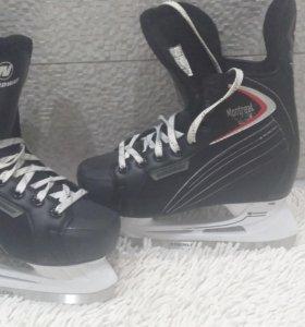 Коньки хоккейные р.37