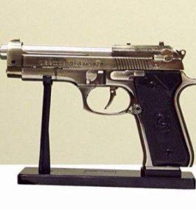 Зажигалка, пистолет, сювенир