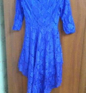 Платье с необычным фасоном:)