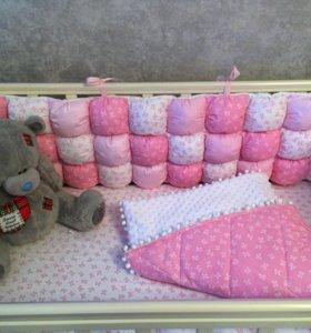 Бортики-бомбоны в кроватку
